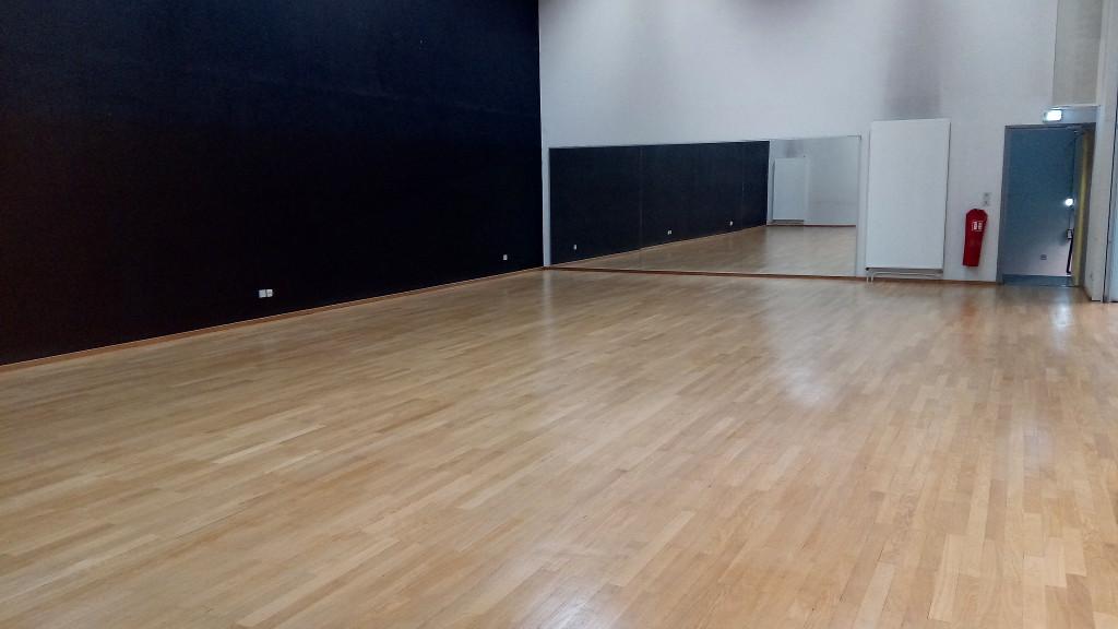 Salle de danse avec vernis adapté aspect satiné