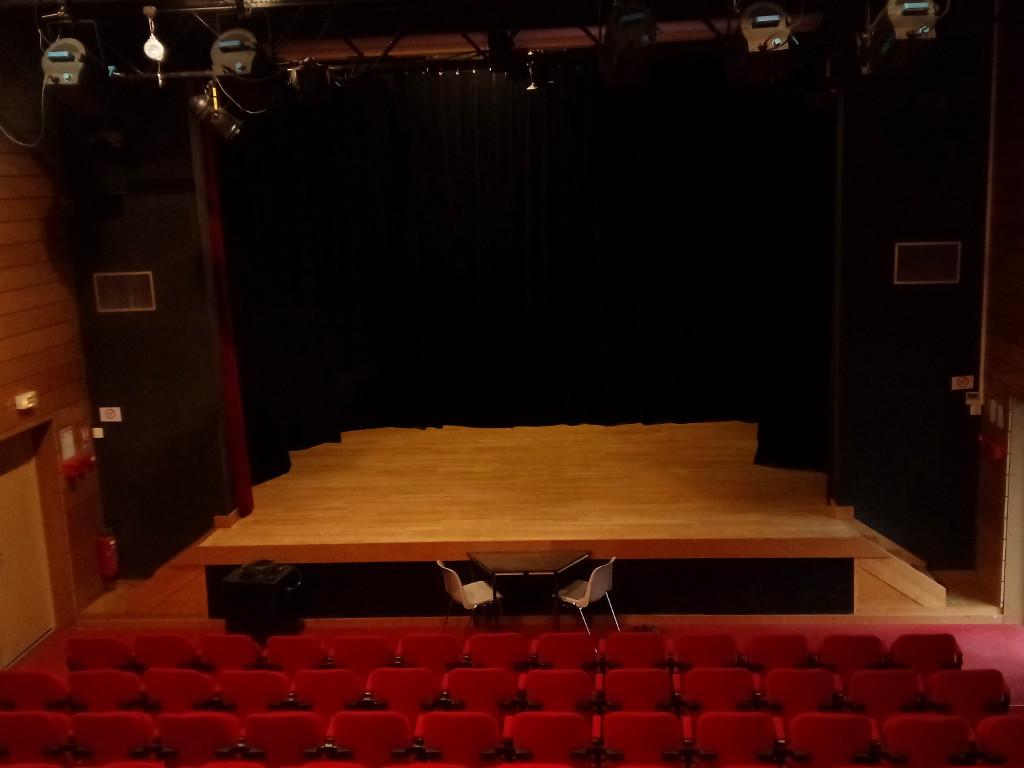 scène de théâtre avec vernis adapté aspect Mat